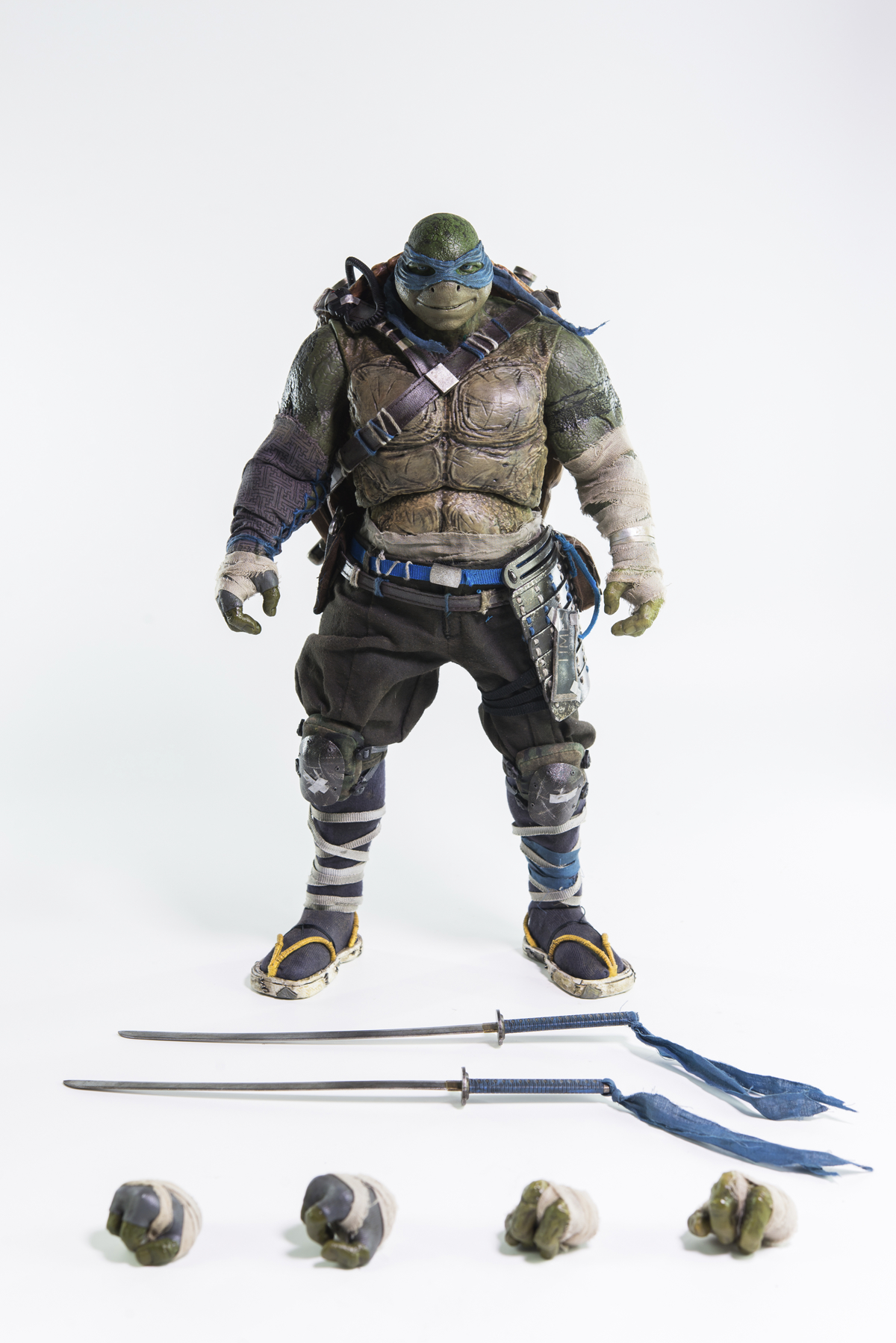 TMNT OUT OF THE SHADOWS LEONARDO 1/6 SCALE FIG
