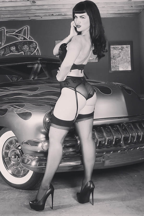 BETTIE PAGE #2 30 COPY COSPLAY VIRGIN INCV